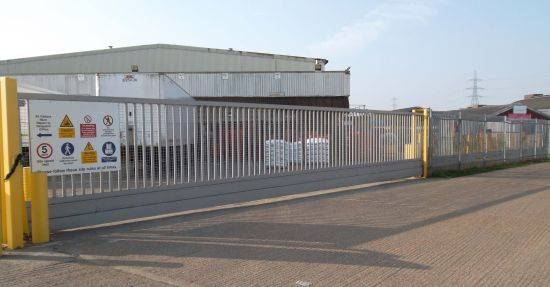 Automatic 'LoTracker' Cantilevered Sliding Gates