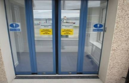 record Folding Doors and Radar Ensures Draught-Free Waiting Room