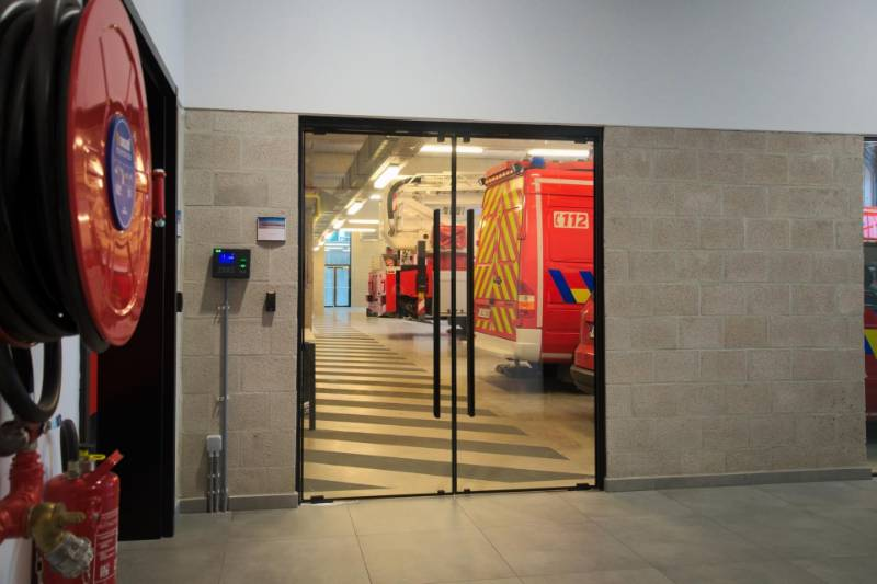 Frameless glass door systems