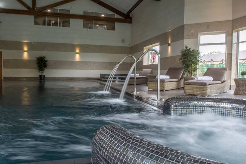 Banded Stucco Antico & Travertino in Luxury Spa and Pool
