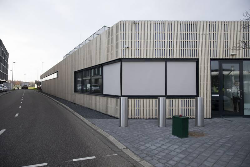 Strong bollards keep Schiphol mortuary safe