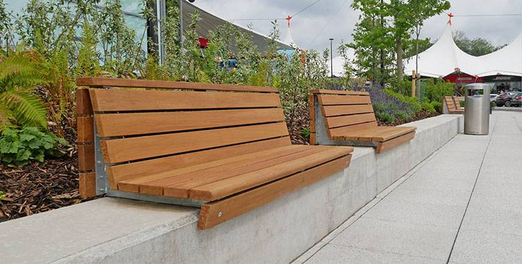 Wall-top seating for retail outlet expansion