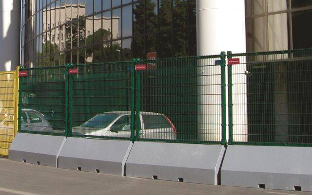 Publifor Half Unit - Metal mesh fence panel