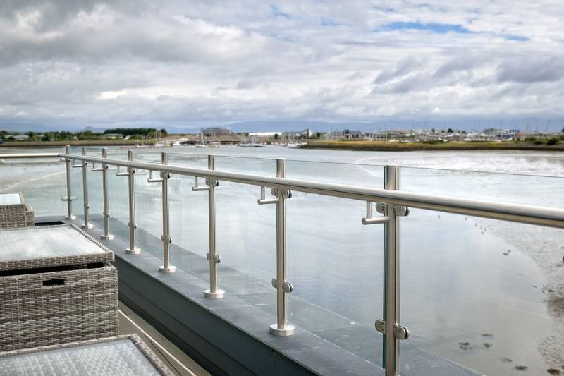 Q-line stainless steel baluster railing adds to waterfront entertainment venue