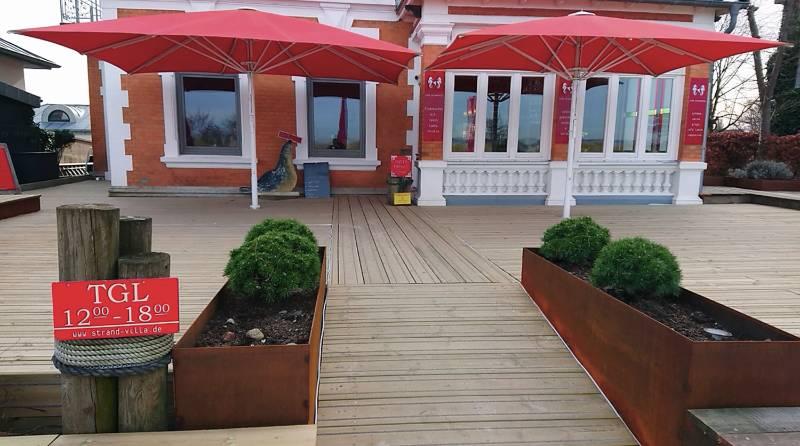 Decking - Strandvilla Café
