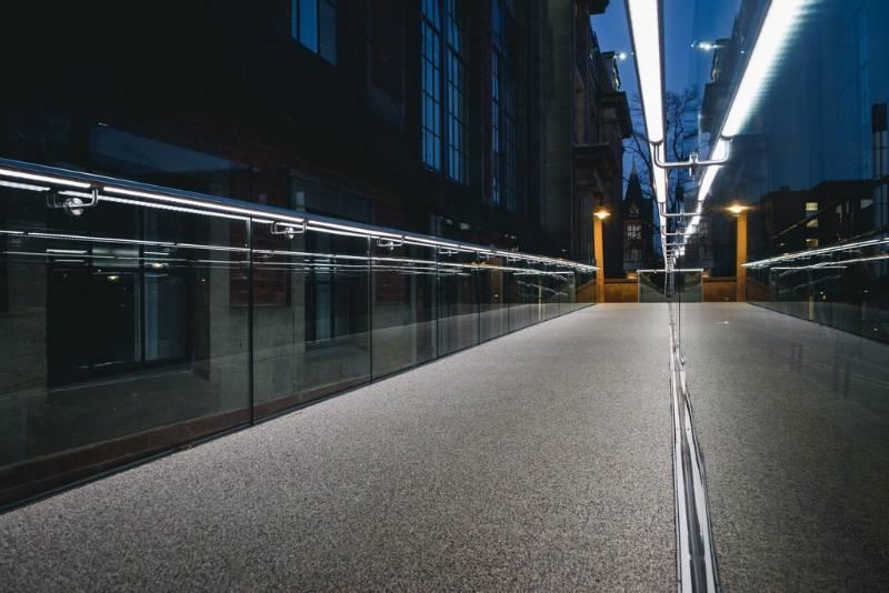 Easy Glass Max glass balustrade + Q-lights Linear Light LED for handrails- Leeds University