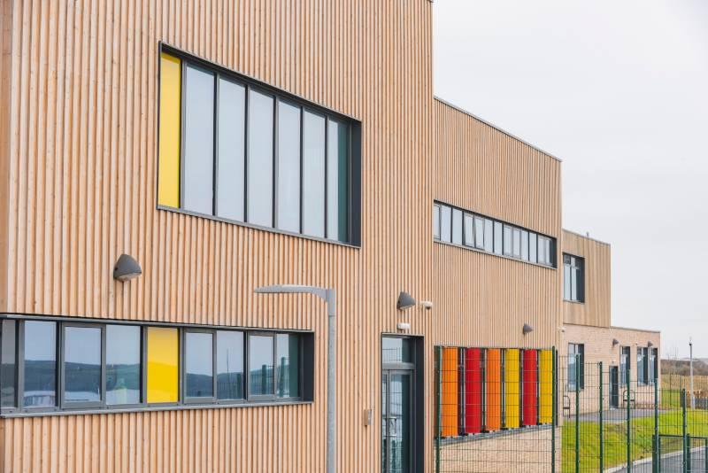 MicroShades Brunnea treated Redwood Timber Cladding Case Study - NORclad - Hakin School