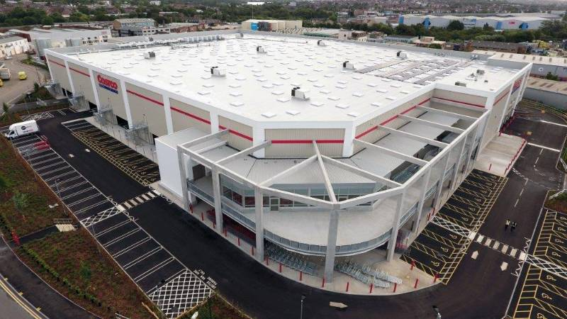 Costco Wembley store insulated with easy-handling Eurothane® Eurodeck flat roof boards.