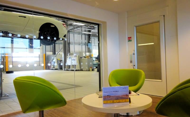 Motorline Renault Plan Showroom Access with Gartec Lifts