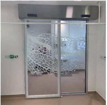 DT5 Hermetic sliding single door with fixed glazed panel