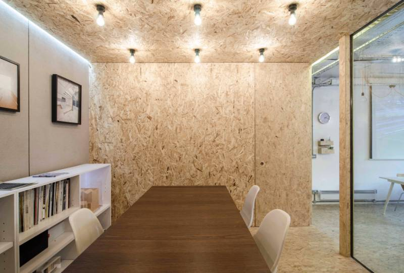 Hanson Architects create utilitarian office with exposed OSB3