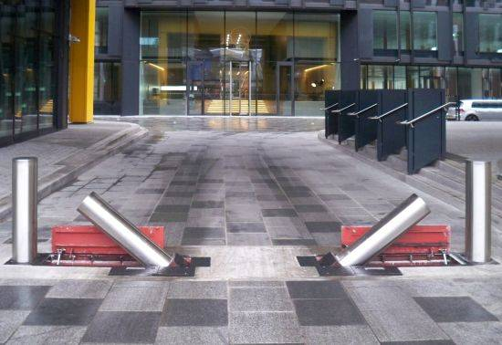PAS 68 HVM Manually Operated Rising Terra Quantum Bollard - 7.5t At 30 mph