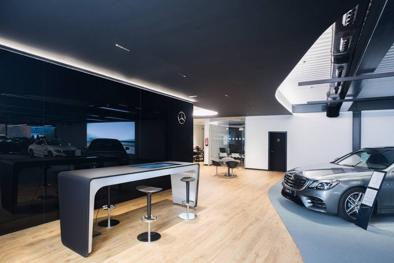 Mercedes Showroom - Retail