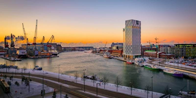 Clarion Hotel draws Helsinki skyline