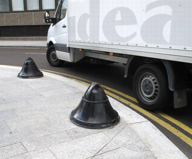 Bell® Traffic Bollard