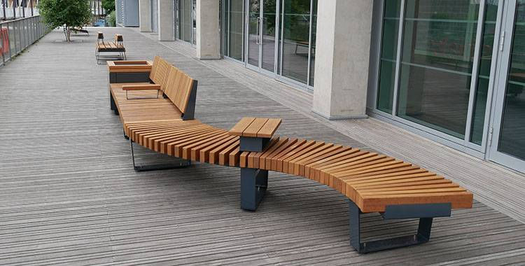 Freestanding seating & planters at London business space