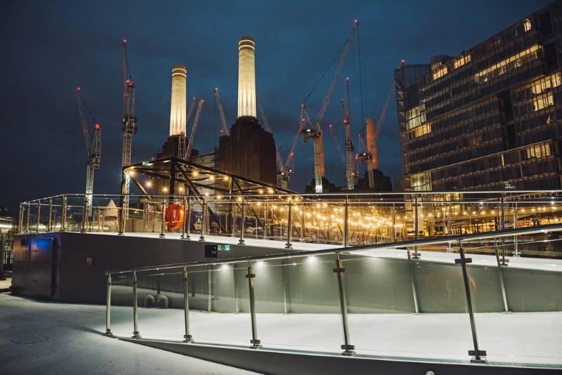 Square Line 60x30 stainless steel balustrade + handrail lighting for London pontoon