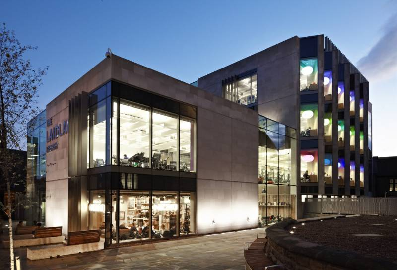 Specially-adapted façade solution from WICONA helps to create a new landmark for the University of Leeds