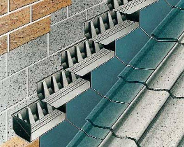 Everdry Stepped Cavity Tray for Stonework (150 mm coursing/ 150 mm wall thickness/ lead)