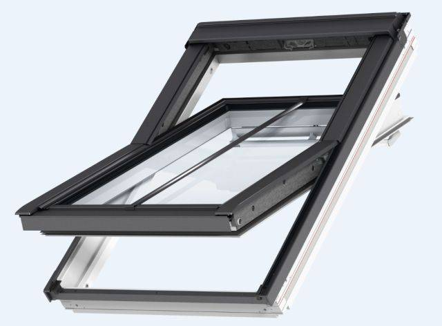 GGL manually operated, centre-pivot roof window, conservation style