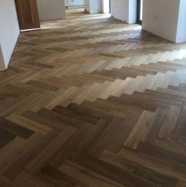 Oak Engineered Wood Flooring, Rustic, UV Oiled, Herringbone