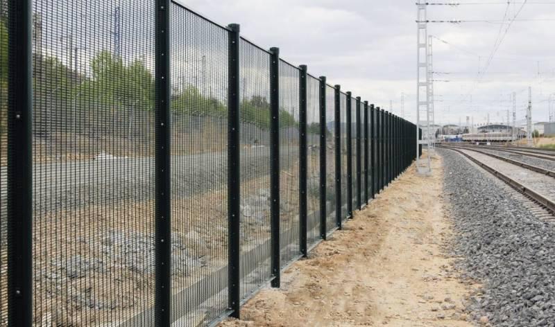 Securifor 358 + Bekafix Ultra - Metal mesh fence panel