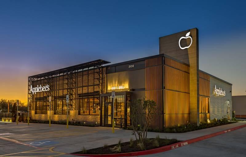 Accoya facade for Applebee's store in Palmhurst, South Texas