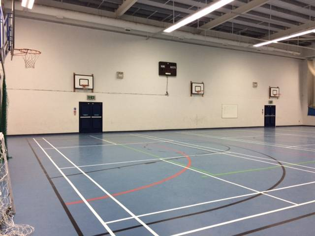 REDUCING SOUND IN A SCHOOL SPORTS HALL WITH THE NEW HUSH POLYSORB PANELS