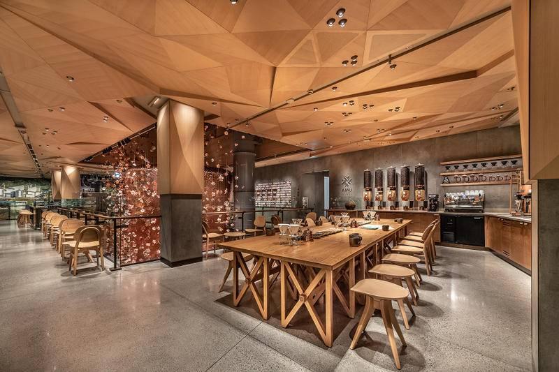 Starbucks Reserve Roastery: Origami ceiling design