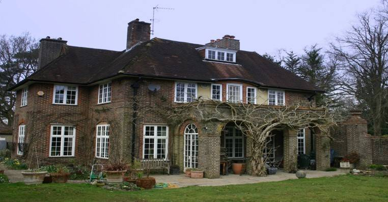 1930s house beautifully restored with EB24 steel windows by Clement