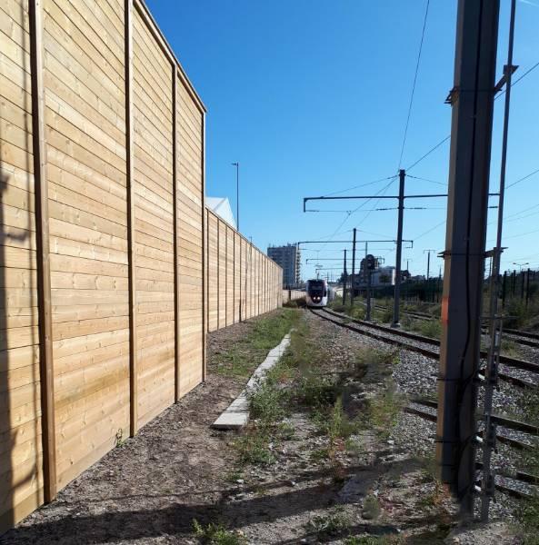 Acoustic fencing provides noise mitigation for train maintenance depot near Paris