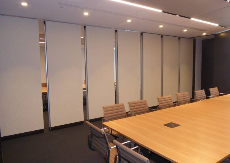 A MOVEABLE BOARDROOM DIVIDE