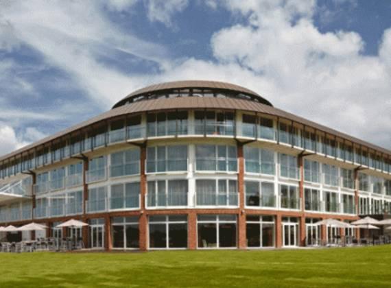 Lingfield Racecourse & Hotel Resort