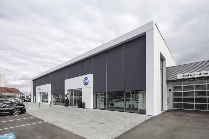 Renson Fixscreens provide shade for new VW car dealerships