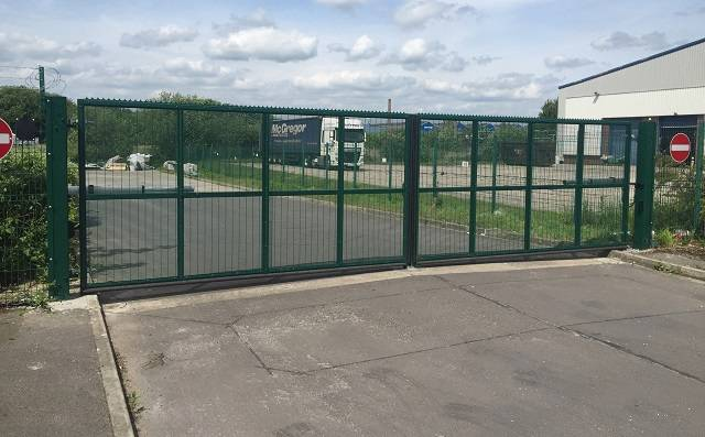 B300 Automated swing gate