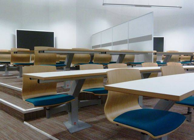 Inova 'Turn & Learn' Seating Single with Single Desk