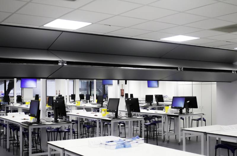 Skyfold Wall Divides Top University Laboratory