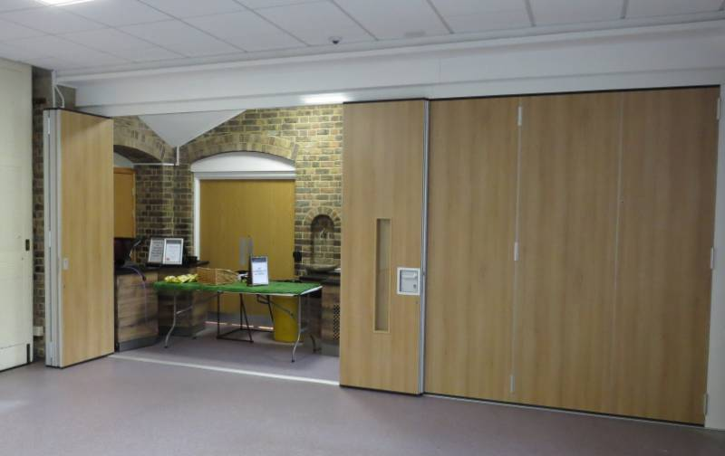 Style Offers Expert Partitioning Advice to School - Highcliffe School