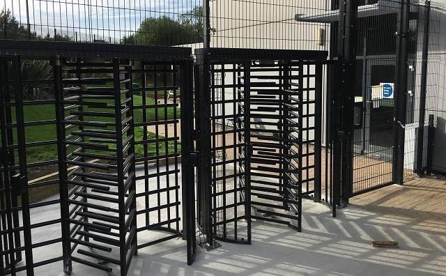 Full height turnstiles B700