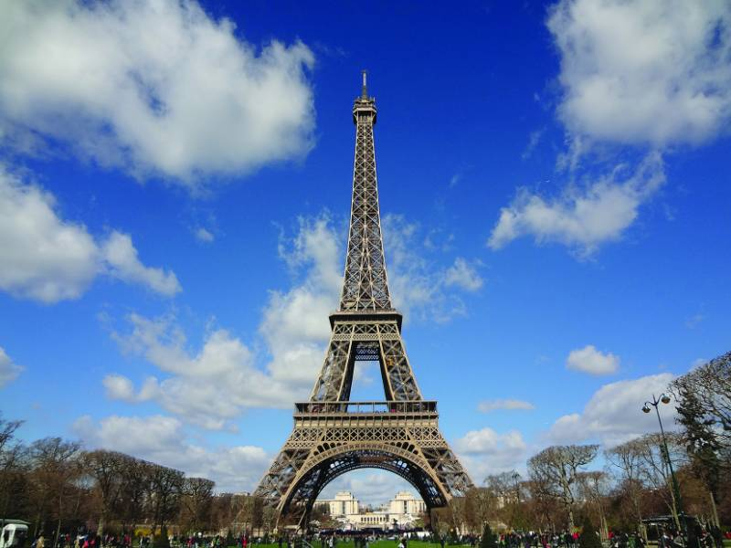 The Eiffle Tower - Uncoupling an Icon