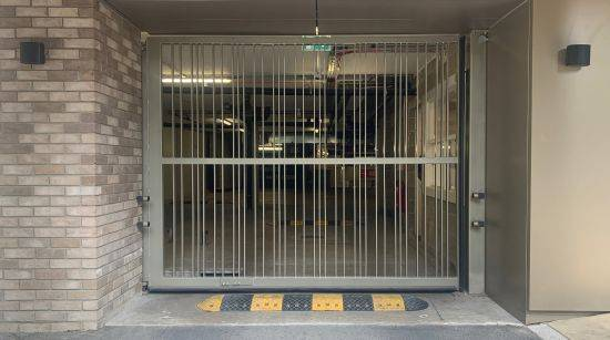 LPS1175 Security Rated Automatic Platinum Hinged/ Swing Gates