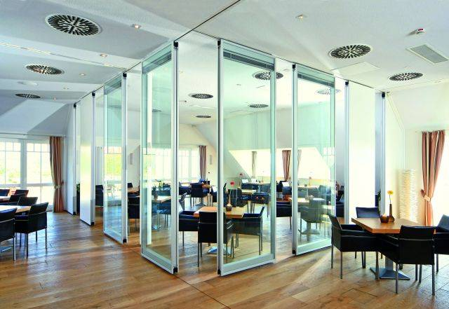 Dorma Variflex® Glass Semi-automatic Moveable Wall