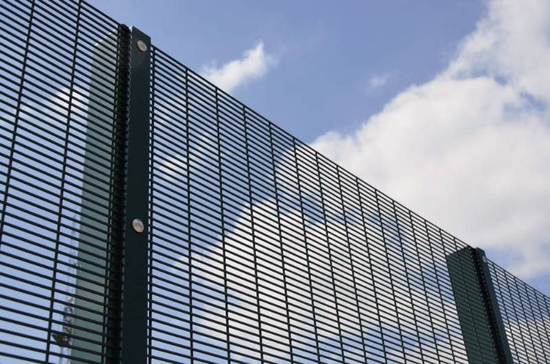Securifor 358 + Bolt Thru - Metal mesh fence panel