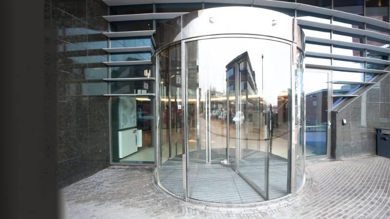 Mirror Finished Stainless Steel Revolving Door, Hyatt Place Hotel, The Netherlands