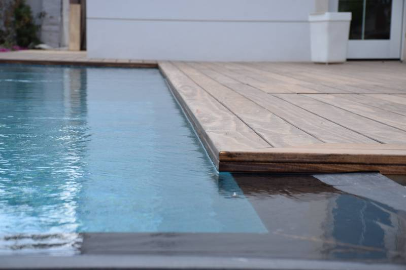 Accoya tested to its limits with a poolside deck in Israel