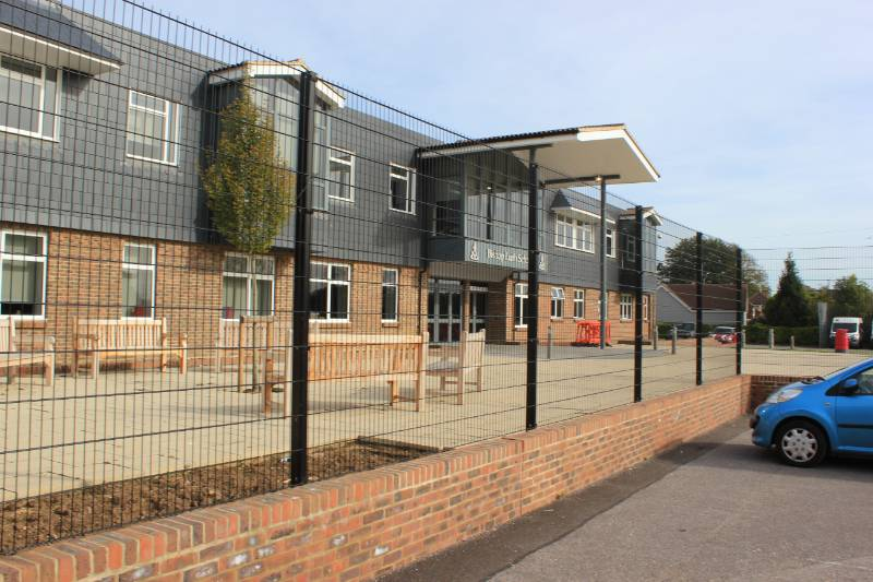 Bishop Luffa School chooses Bow Top and Mesh to secure the perimeter of newly remodelled site