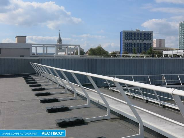 Select Access® Freestanding Guardrail - 30° Inclined