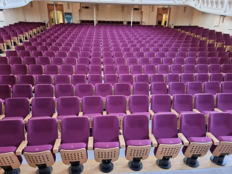 Theatre Seating: Cadogan Hall