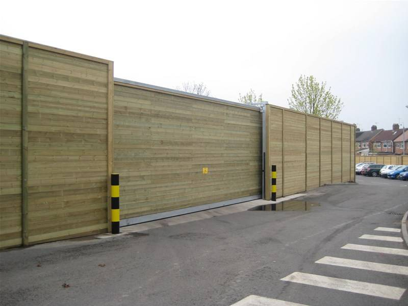 New: Acoustic Fencing Around Supermarket Perimeter to Lower HGV Noise for Local Residents