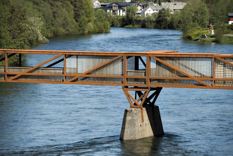 Accoya vertical cladding for the Tintra footbridge, Norway